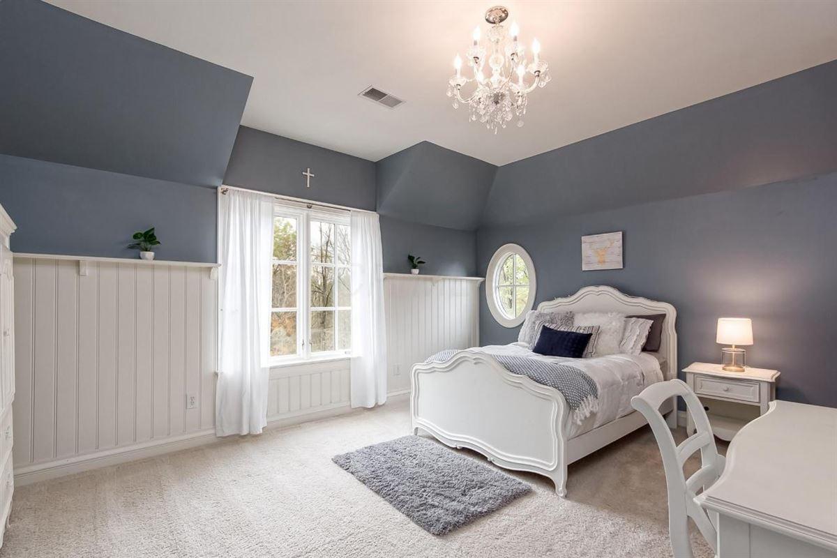 idyllic nine acre estate luxury properties