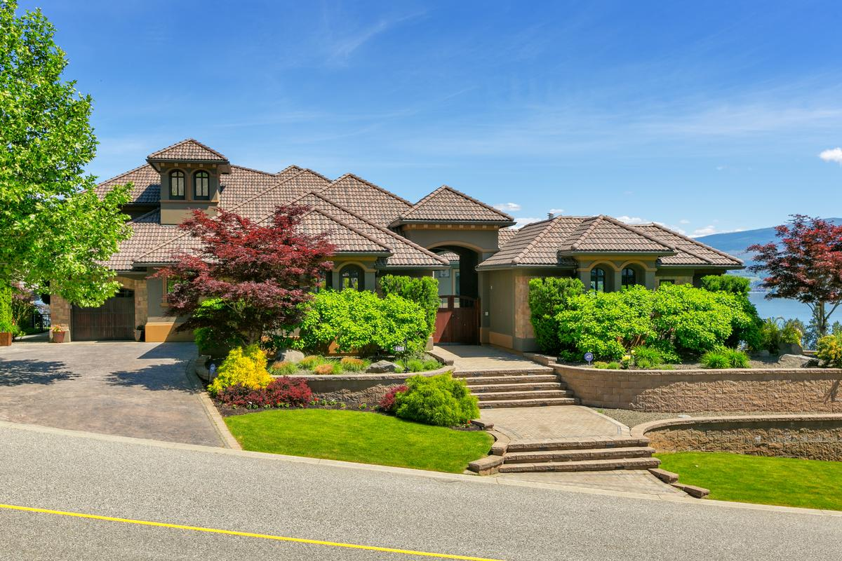 Luxurious Custom Built Home In West Kelowna