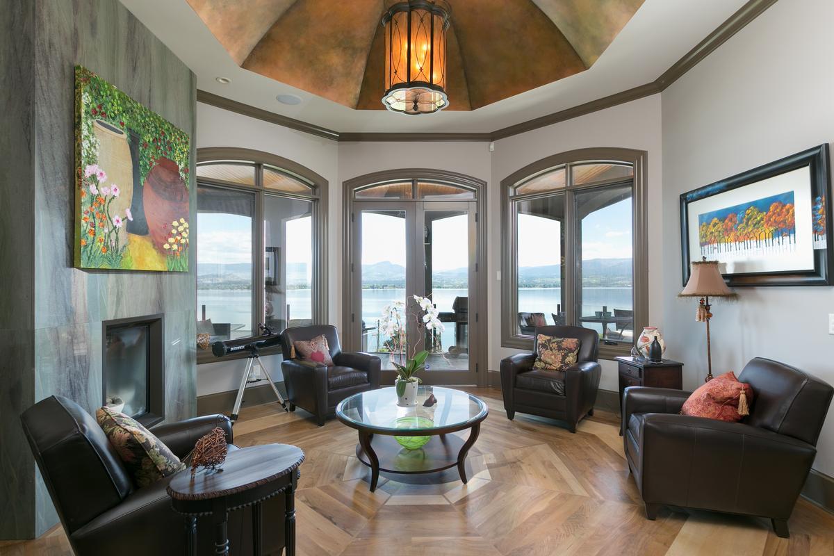 Mansions  luxurious custom-built home in west kelowna