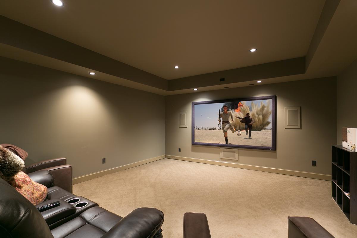 Luxury homes  luxurious custom-built home in west kelowna