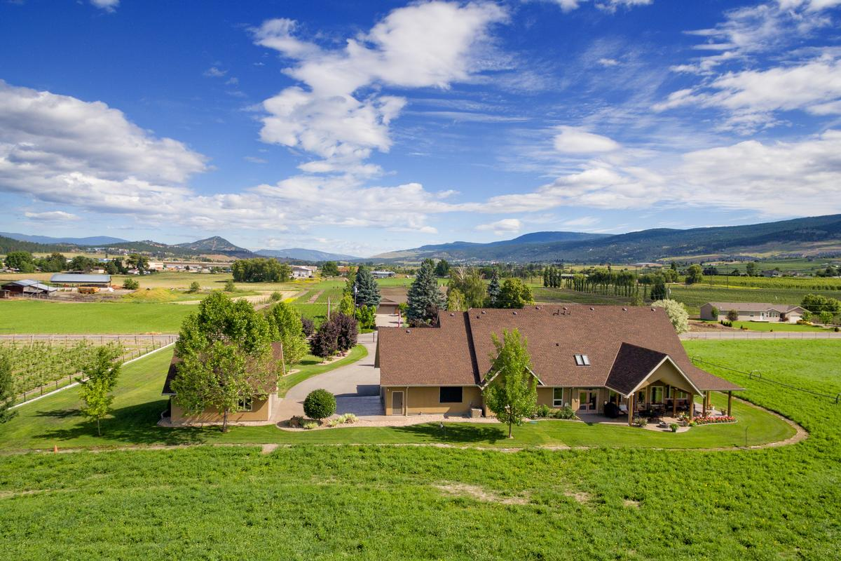 Luxury homes Discover country living on 10 acres