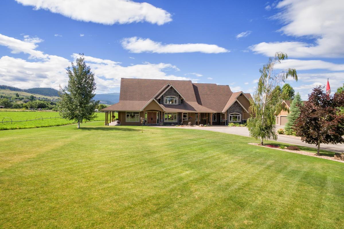Luxury real estate Discover country living on 10 acres