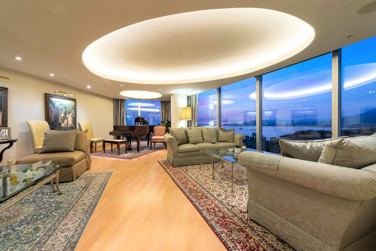 Luxury properties Penthouse at One Wall Centre