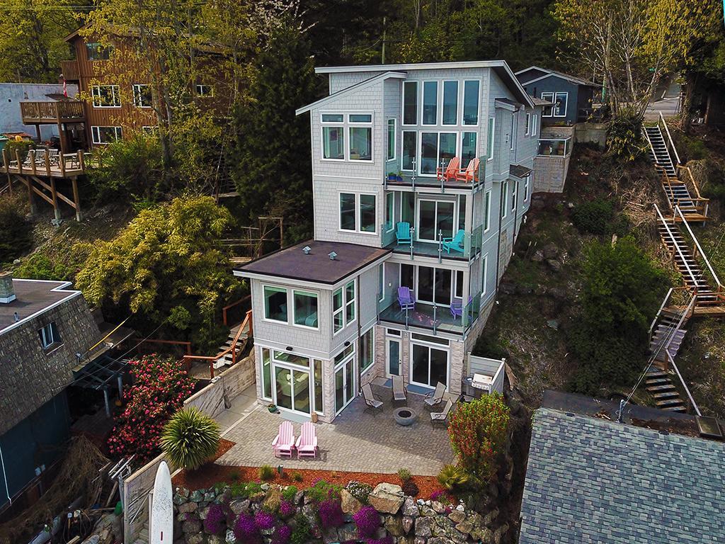 Stunning Luxury Waterfront Home luxury homes