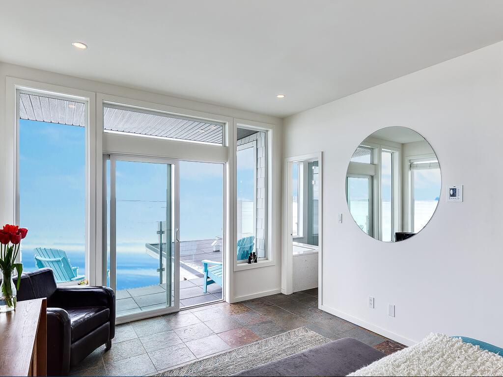 Luxury properties Stunning Luxury Waterfront Home