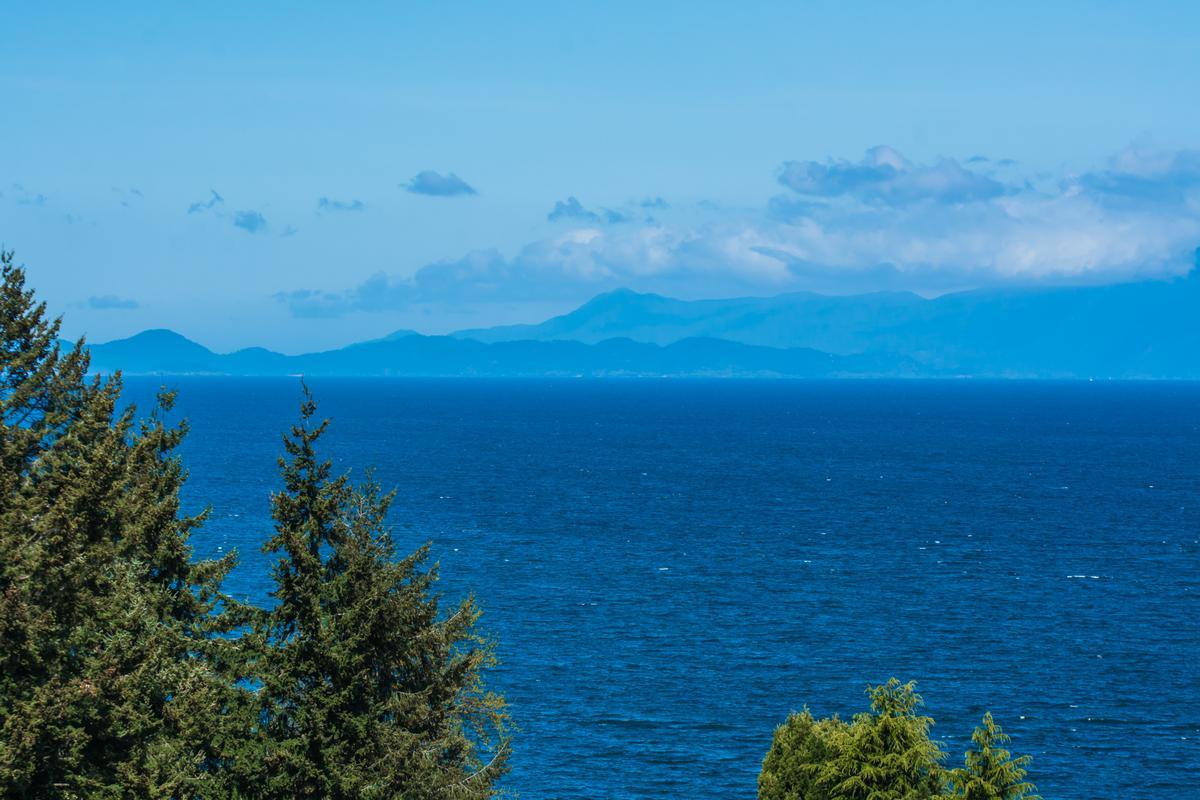 Mansions in Spectacular Ocean Views