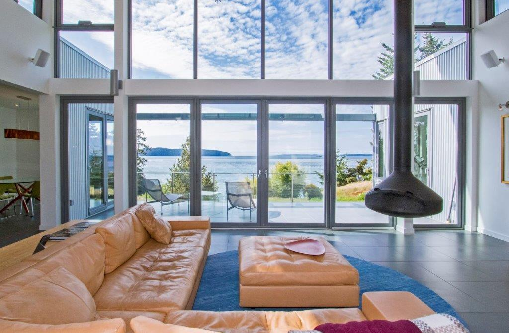 Luxury real estate The Glass Palace In CANADA