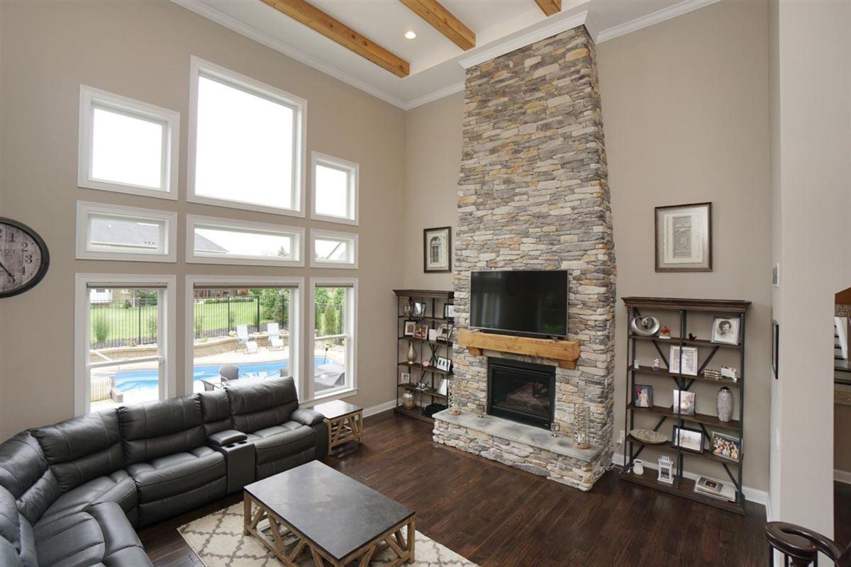 Luxury homes EXQUISITE home in vista pointe
