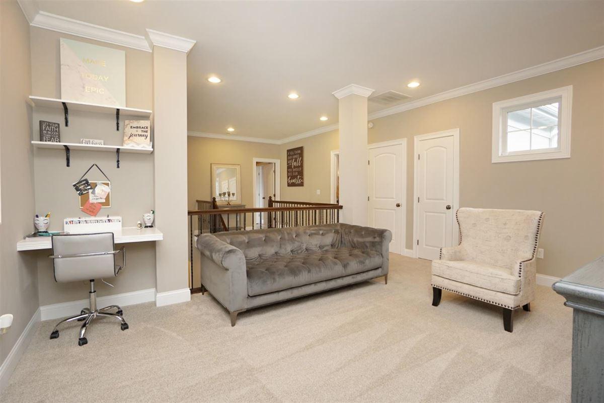 EXQUISITE home in vista pointe mansions