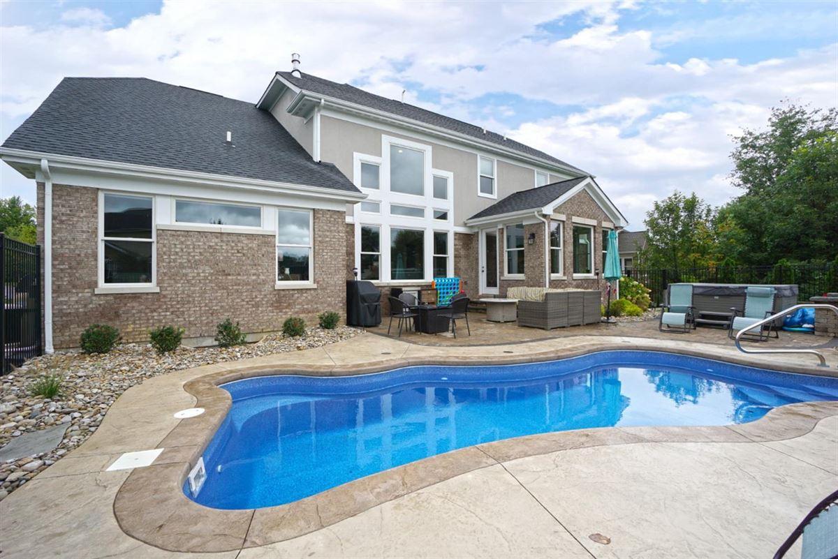 Mansions EXQUISITE home in vista pointe