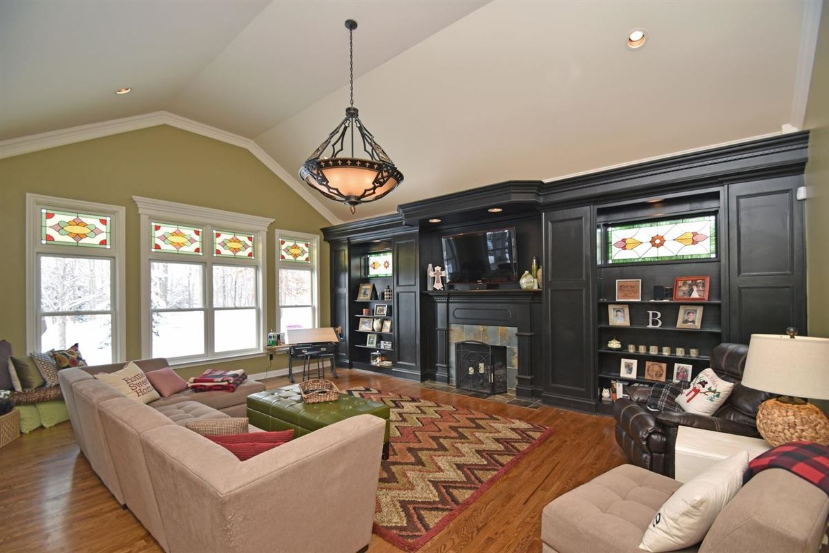 Meticulously-maintained Dave Ott resale luxury real estate