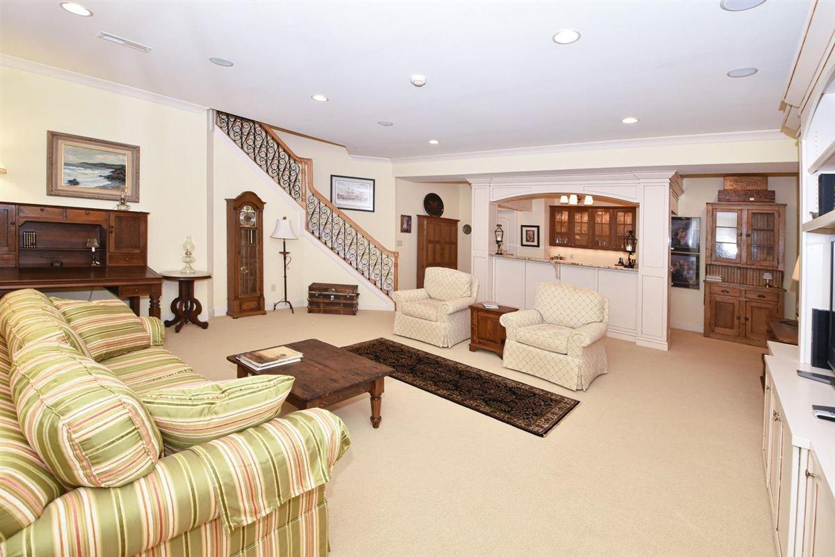 Luxury properties Gorgeous custom-built ranch