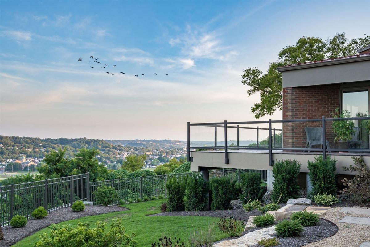 Spectacular architecture and stunning views luxury homes