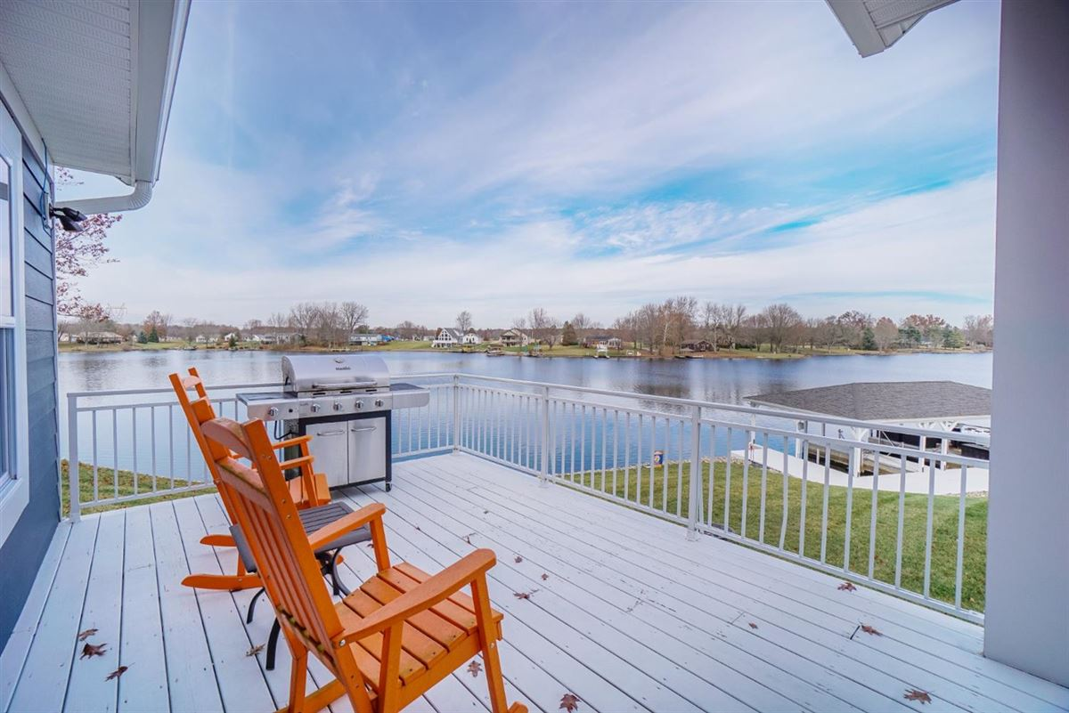 Luxury homes in new six bedroom lakefront home