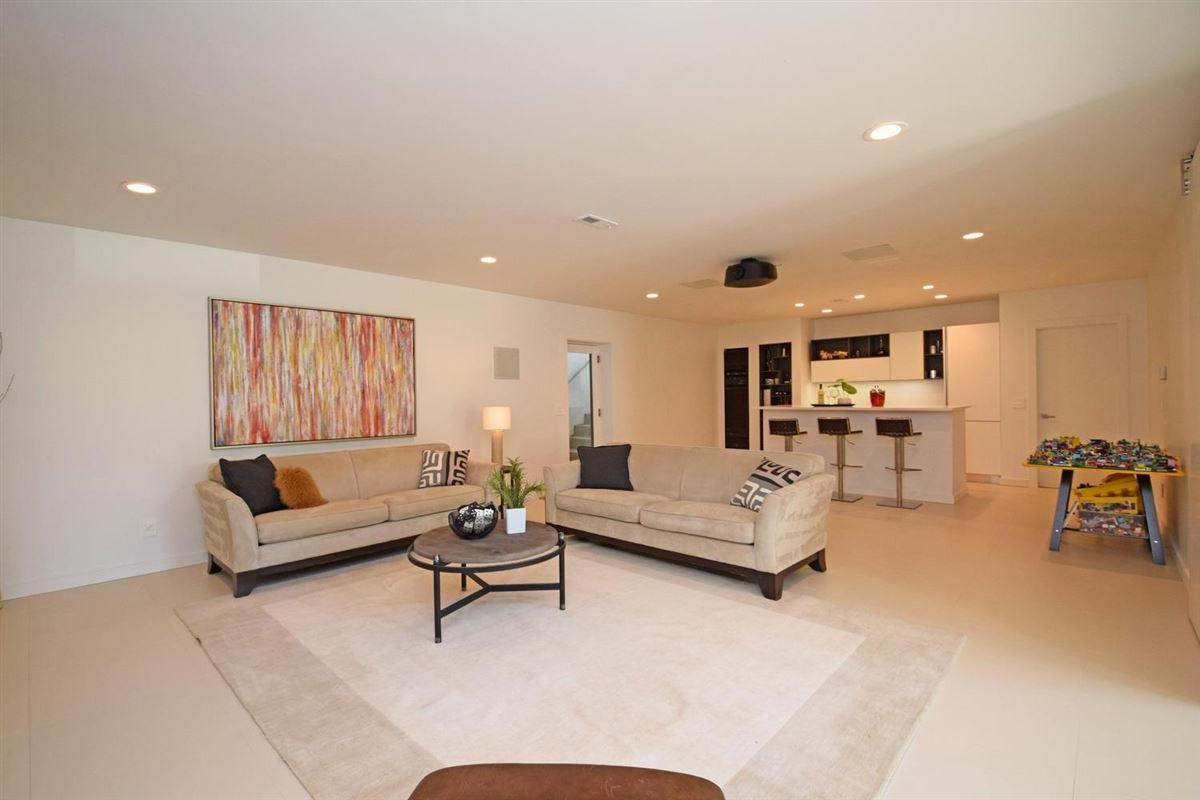Luxury homes Spectacular stucco contemporary home