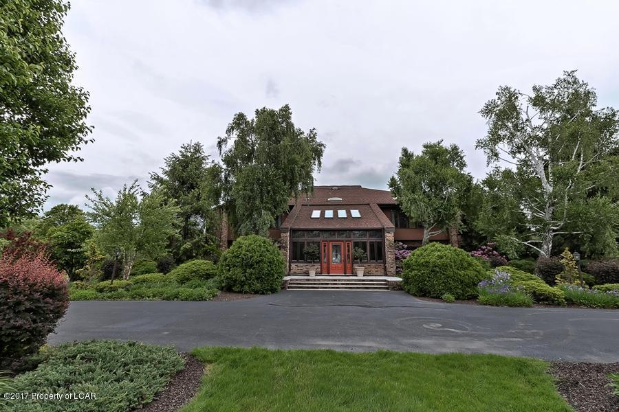 Mansions in Lakeside Treasure