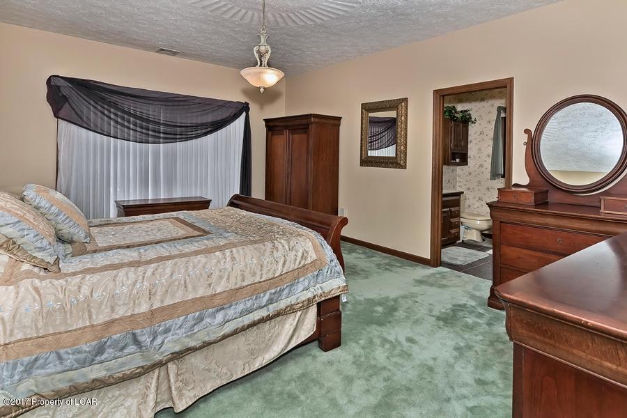Luxury properties Lakeside Treasure