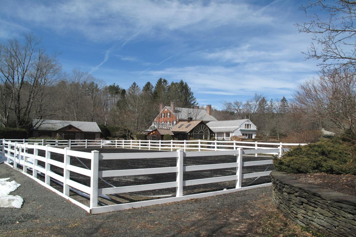 Luxury properties Equestrian estate on 11 acres