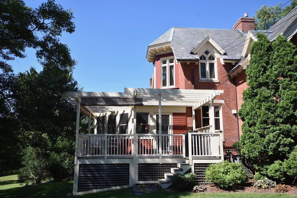 Mansions Victorian Era Condominium