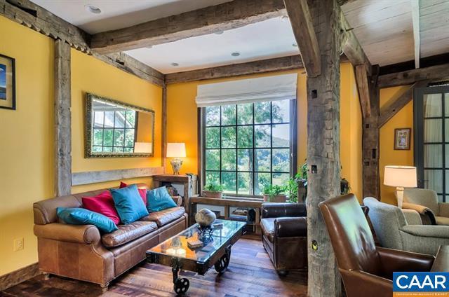 Luxury properties Extraordinary Acreage