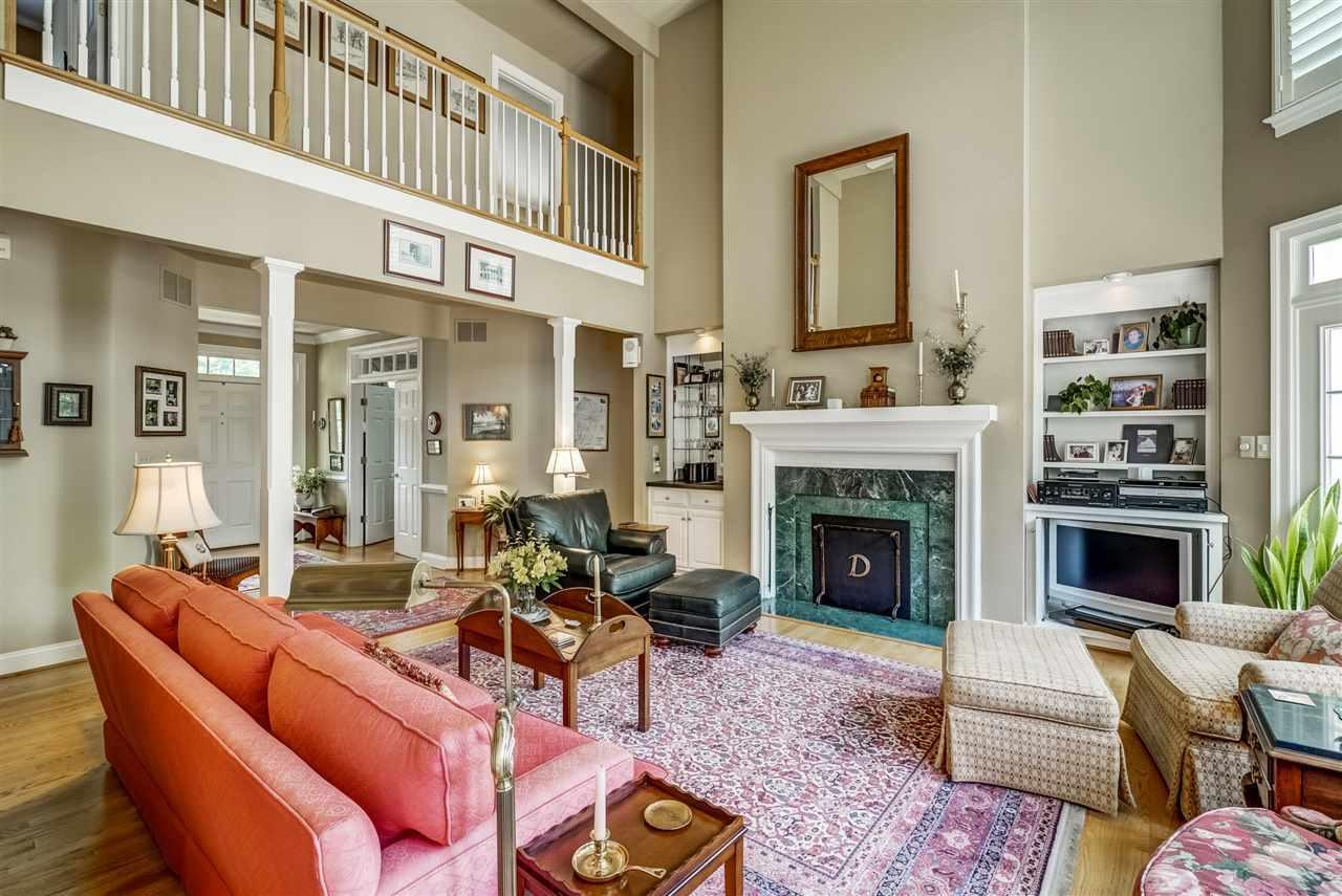 Luxury properties Creeks Edge