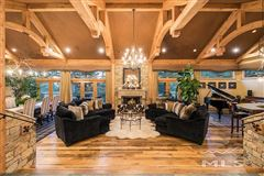 Luxury homes in spectacular property in Galena Forest