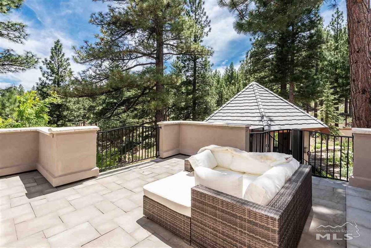 Mansions spectacular property in Galena Forest