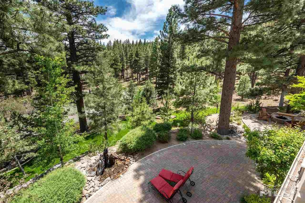 Mansions in spectacular property in Galena Forest