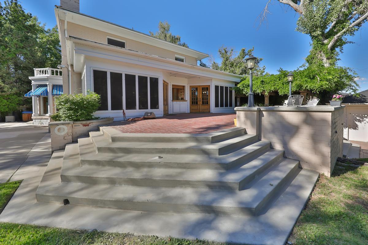 Elegant Ridge Street Estate luxury properties