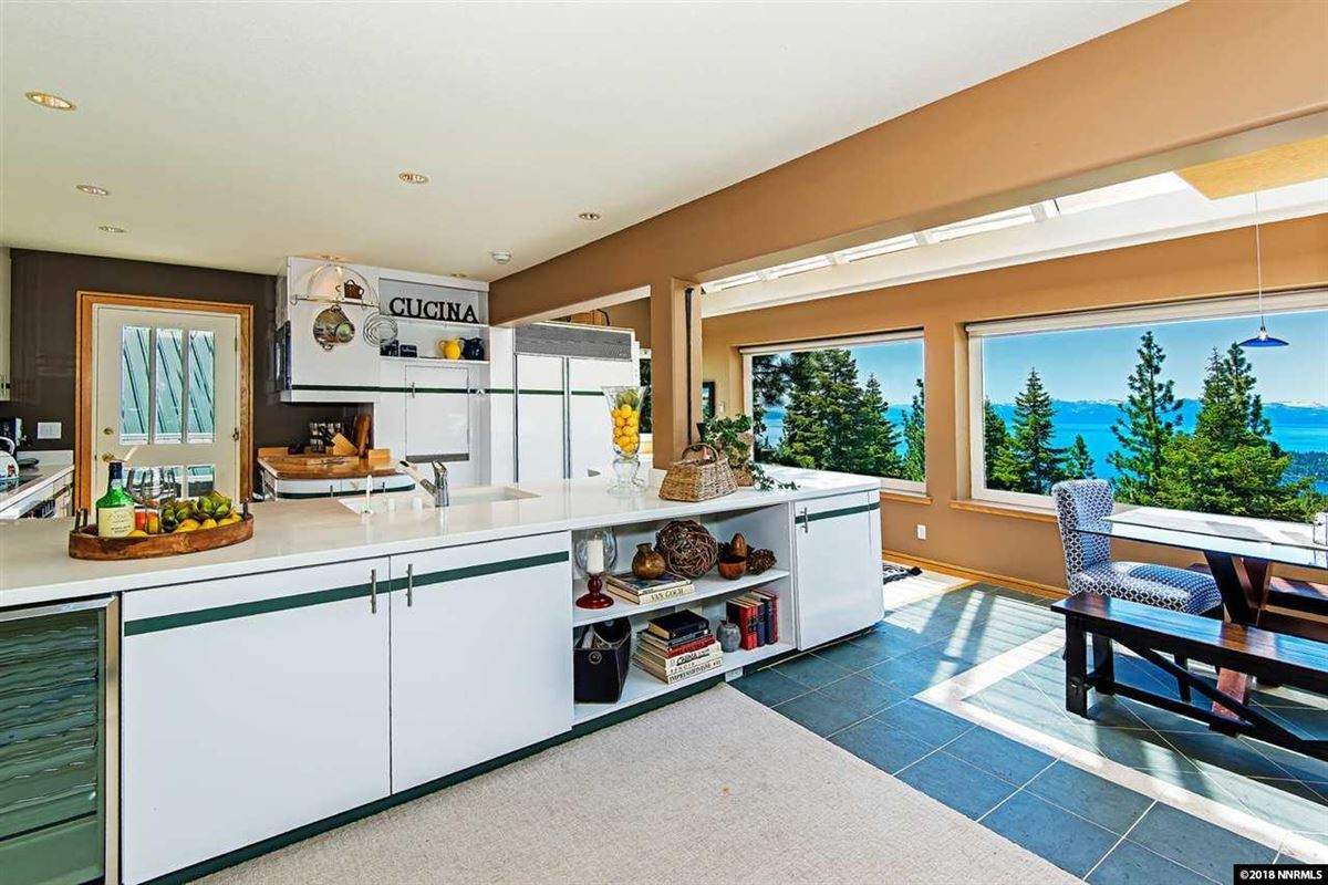 Luxury homes fantastic panoramic views of lake and mountains