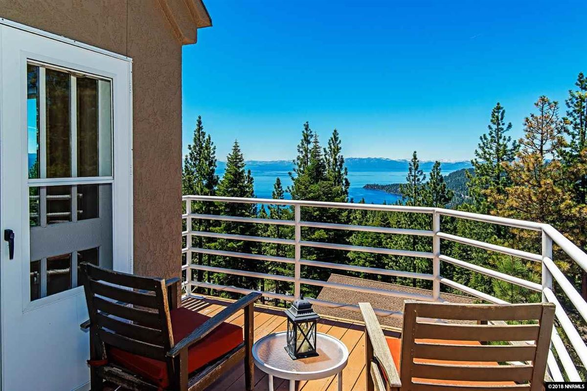 Luxury homes in fantastic panoramic views of lake and mountains