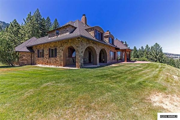 Luxury properties Nestled in the pine trees of Franktown