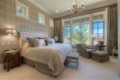 Luxury homes beautiful views on the golf course