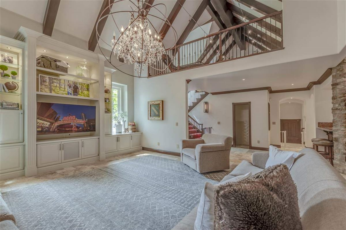 Mansions gated estate on almost 2 acres