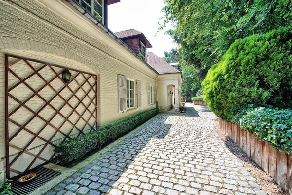Luxury homes in South of Brussels classical villa