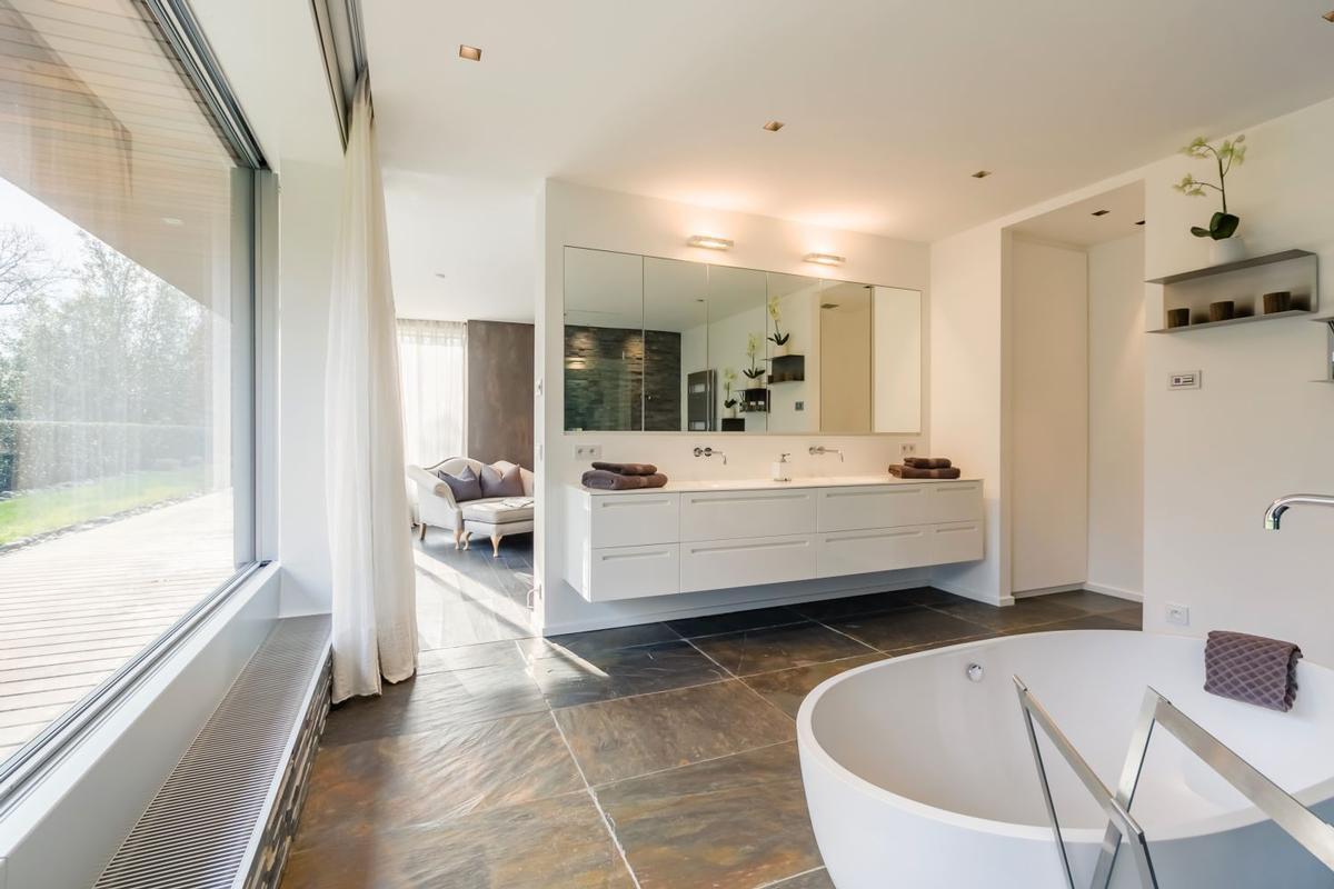 Luxury homes in Impressive Contemporary Villa