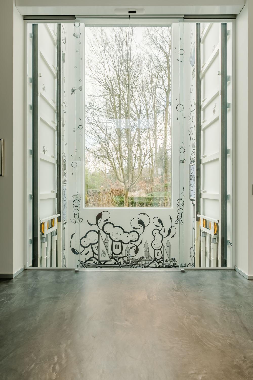Mansions in Impressive Contemporary Villa