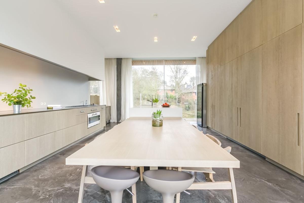 Luxury homes Impressive Contemporary Villa