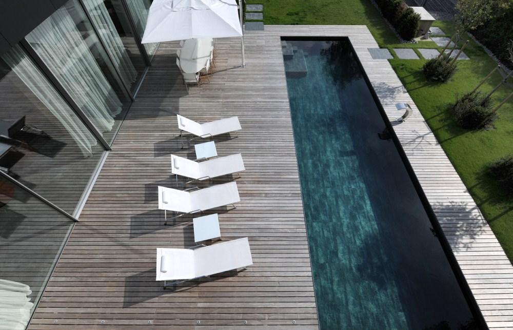 Luxury properties Impressive Contemporary Villa