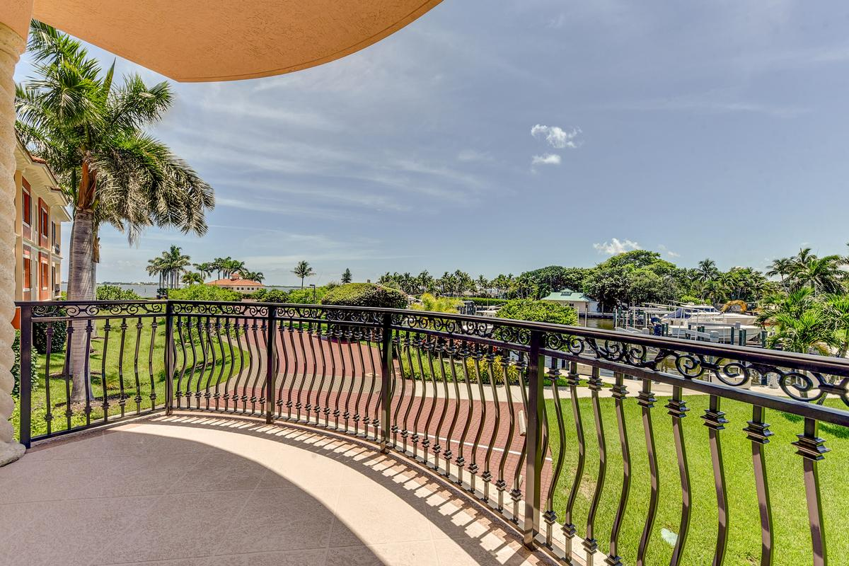 Mansions in Outrigger Harbour Luxury