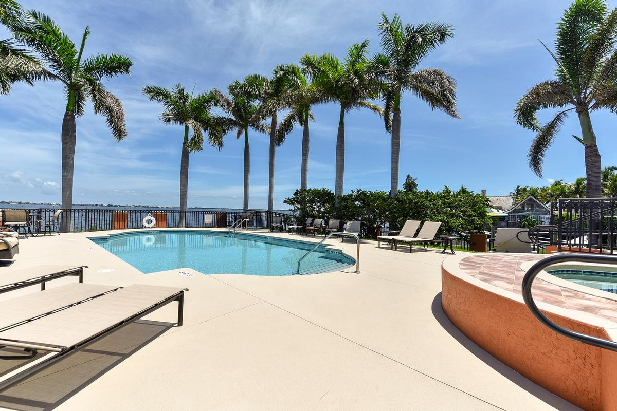 Luxury properties Outrigger Harbour Luxury