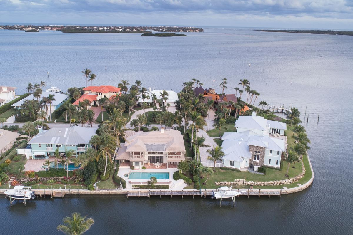 Waterfront Paradise in South Sewalls Point luxury real estate