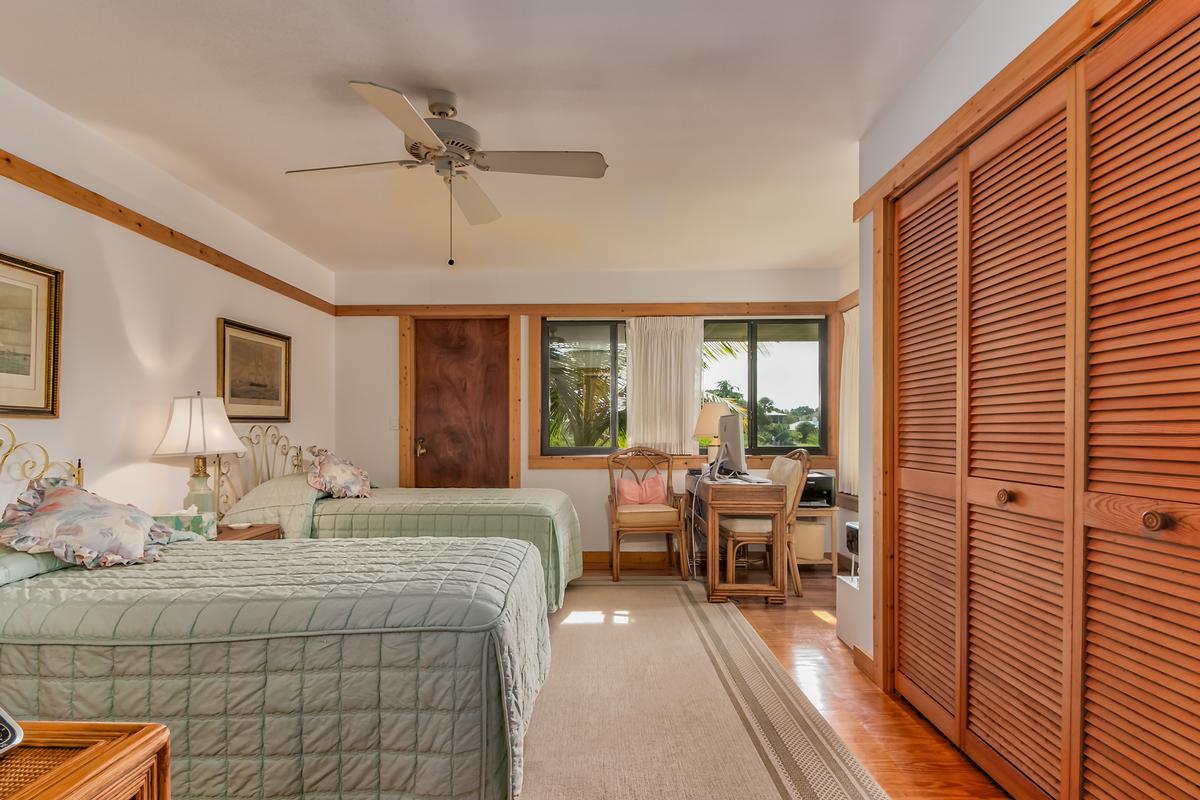 Mansions in Alluring Archipelago