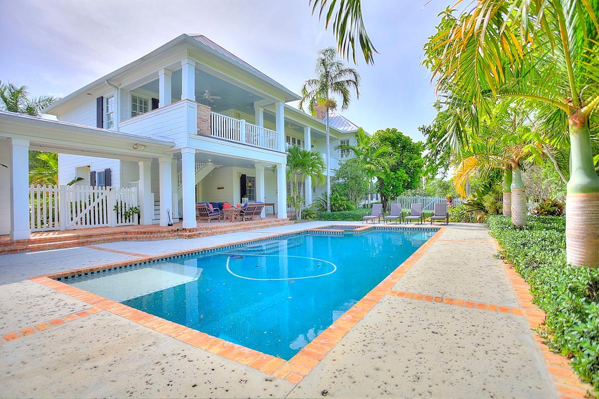 Luxury properties River Plantation Home