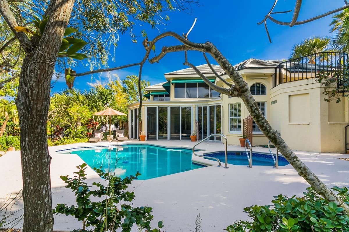 Luxury homes Exclusive Sailfish Point Retreat