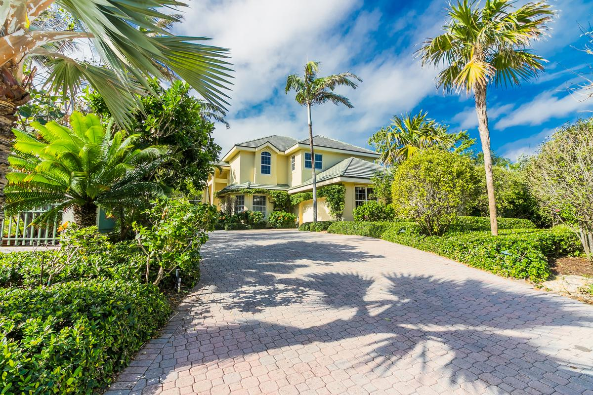 Luxury properties Exclusive Sailfish Point Retreat