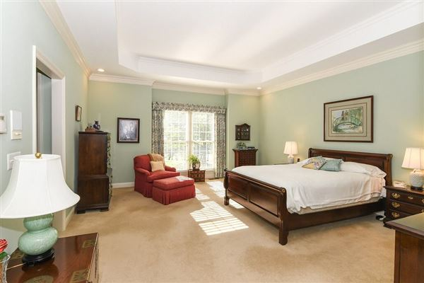 Luxury homes in meticulously maintained country estate