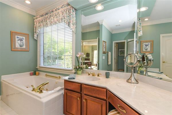 Luxury properties meticulously maintained country estate