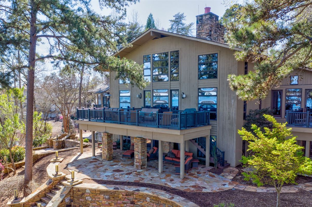 A Beauty Inside and Out on Lake Keowee luxury homes