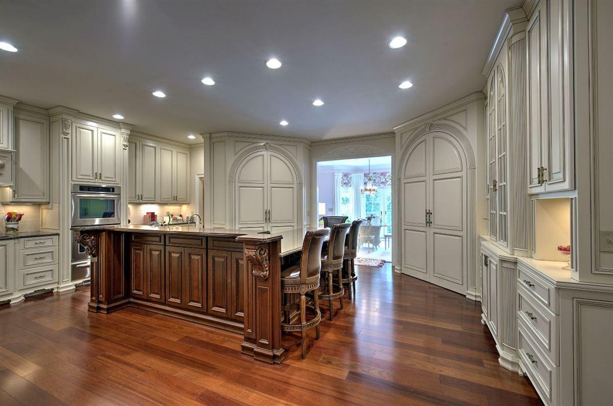 Luxury properties Spectacular estate nestled on 8.51 acres